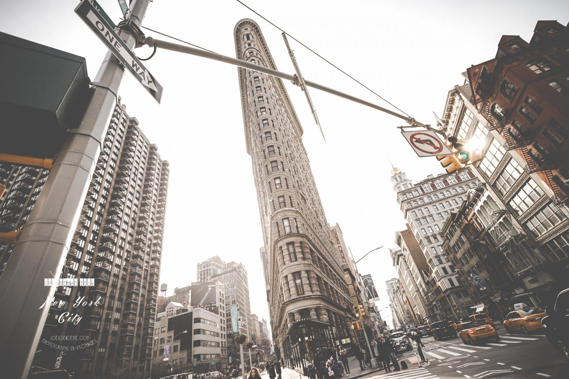 flatiron building, madison square nyc, manhattan, new york, by L'oeil de Noémie photographer in new york city